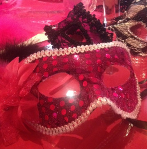 Masques Au Moulin Rose